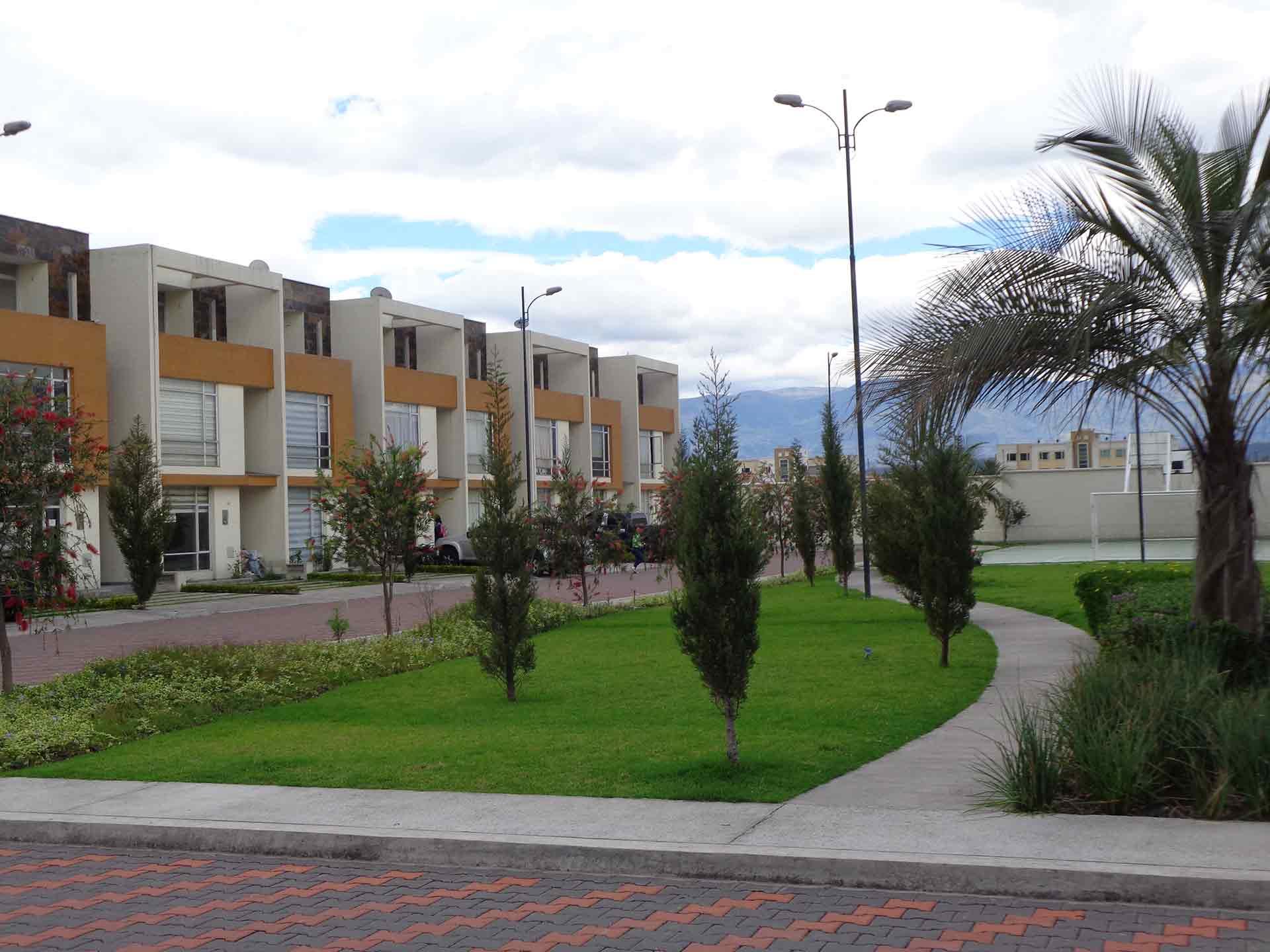 Panorama Gardens – casa 3 plantas de 140 m² – hermosas casas conjunto privado sector Capelo