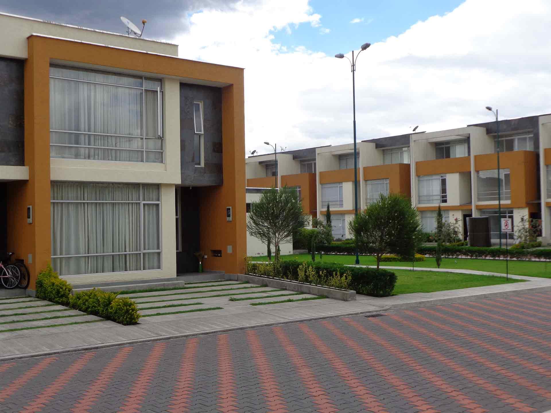 Panorama Gardens – casa 2 plantas de 120 m² – hermosas casas conjunto privado sector Capelo
