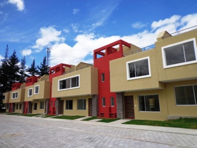 Moderna Casa Conocoto 98 m2; con Amplia Terraza Crédito Biess