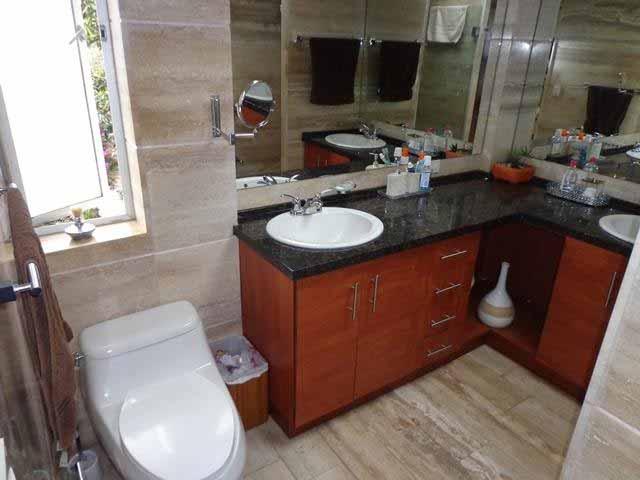 zion-inmobiliaria-casa-moderna-250-m-nayon-tanda-bano-2