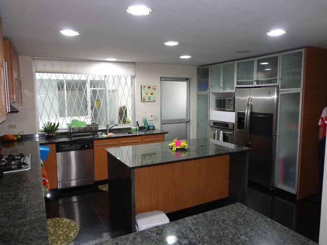 zion-inmobiliaria-casa-moderna-250-m-nayon-tanda-cocina-2