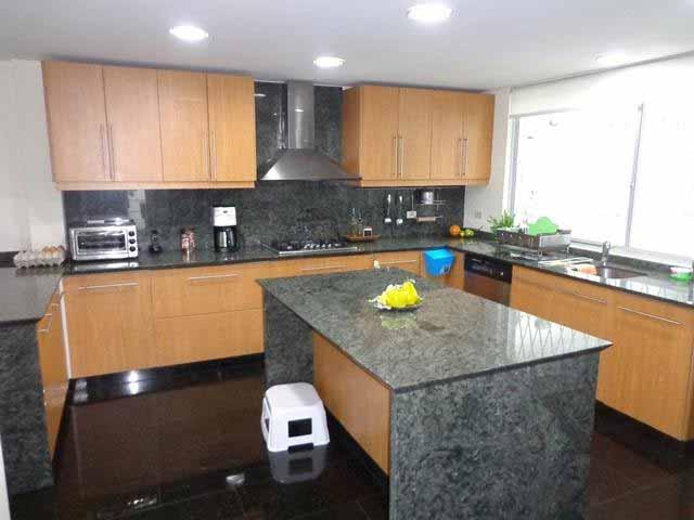 zion-inmobiliaria-casa-moderna-250-m-nayon-tanda-cocina