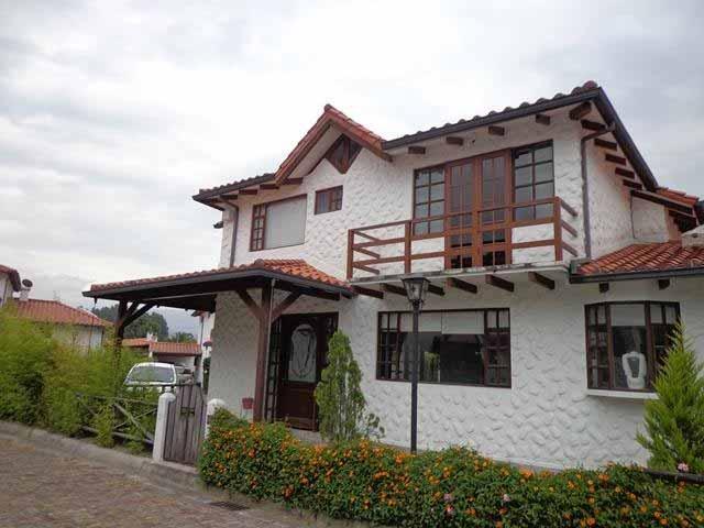 zion-inmobiliaria-casa-tipo-hacienda-san-rafael-mirasierra-exteriores