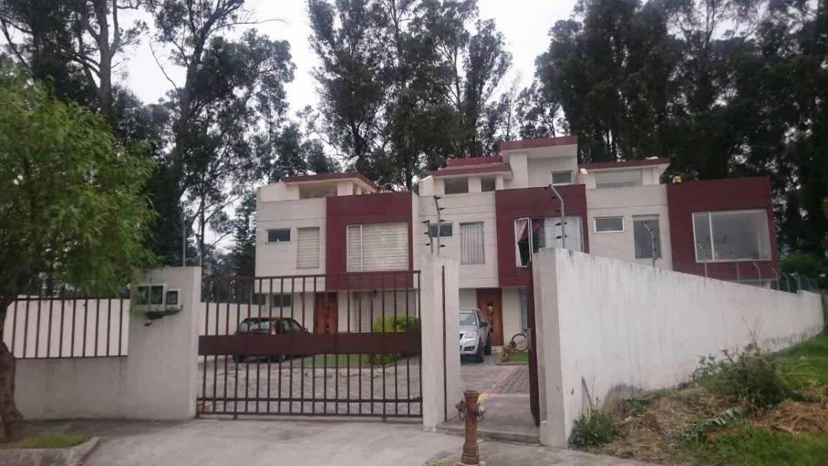 Hermosa casa esquinera con terraza – Conocoto sector Dean