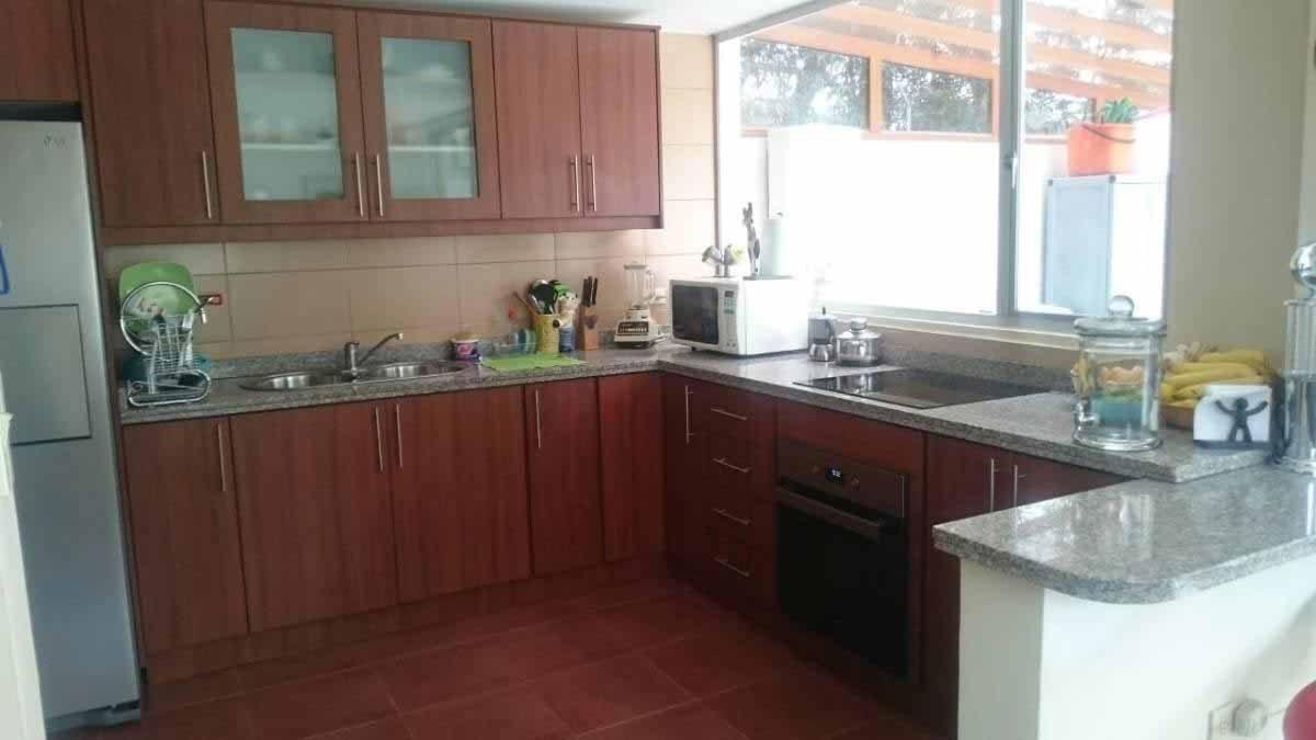 zion-inmobiliaria-hermosa-casa-esquinera-conocoto-sector-dean-sala-cocina