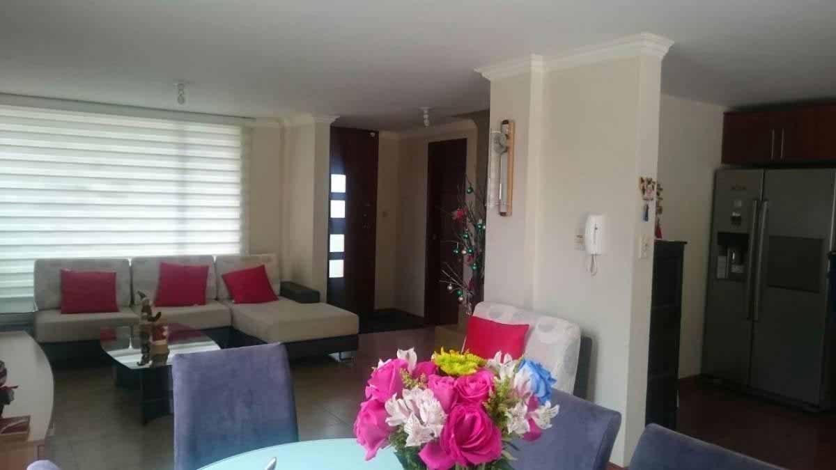 zion-inmobiliaria-hermosa-casa-esquinera-conocoto-sector-dean-sala-comedor
