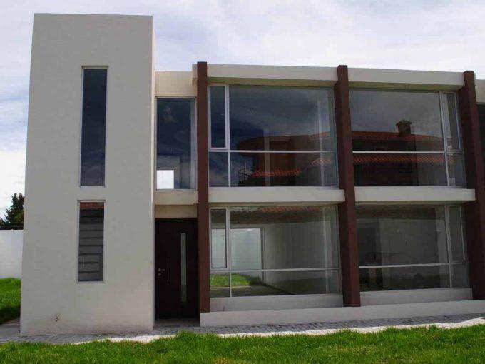 zion-inmobiliaria-modernas-casas-listas-entrega-el-arenal-tumbaco-fachada